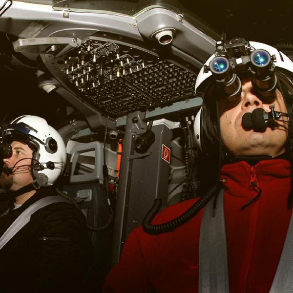 Piloten der Luftrettung in der Nacht