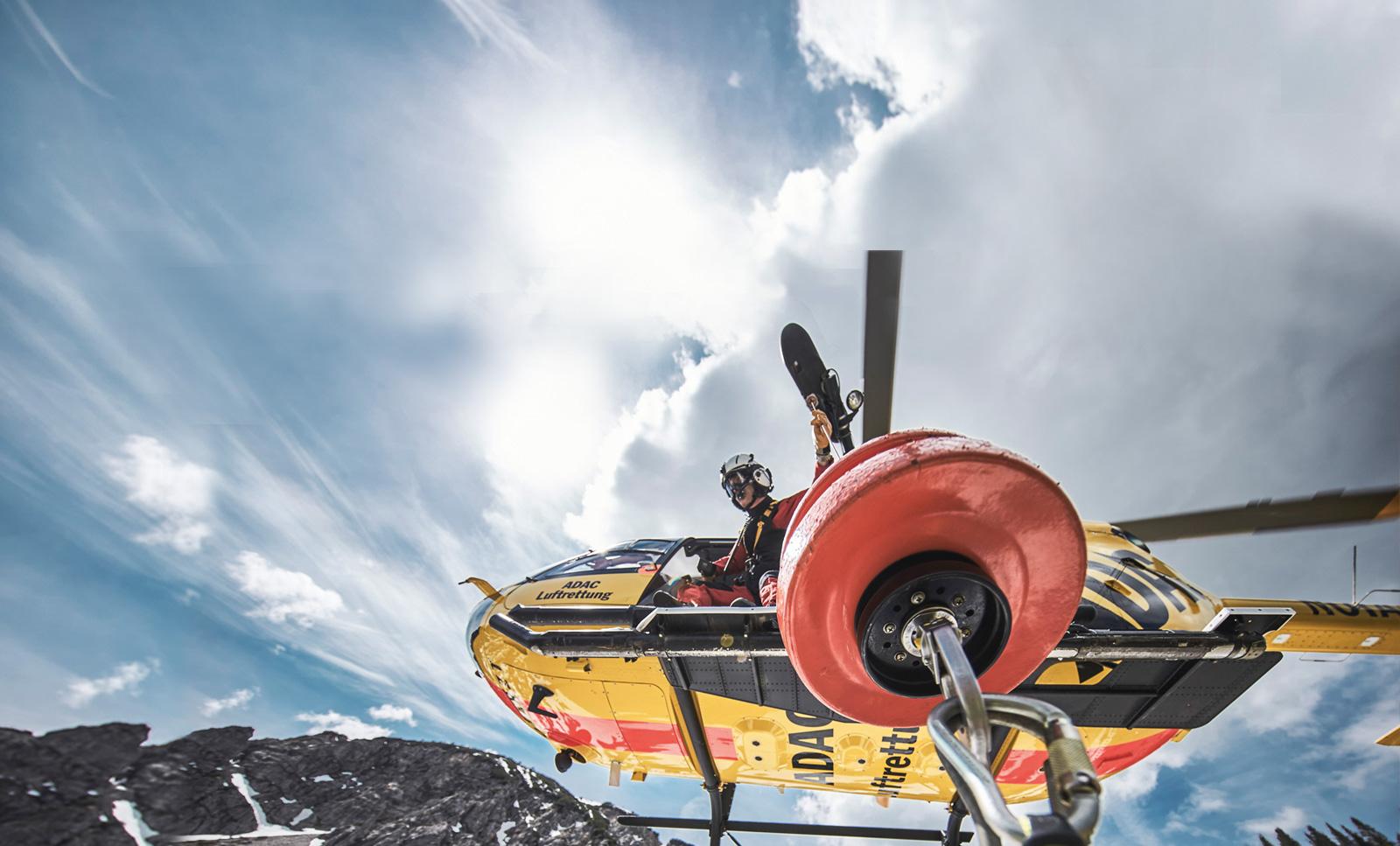 Foto der Windenrettung bei ADAC Luftrettung